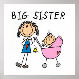 Grande soeur avec des cadeaux de petite soeur affiches