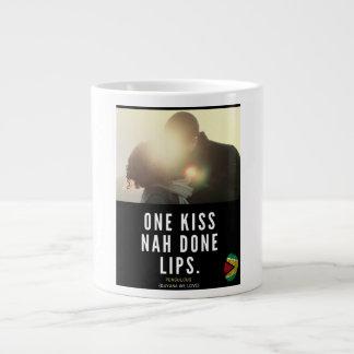 Grande Tasse Lèvres faites d'un baiser Nah