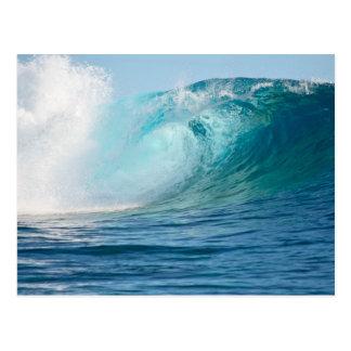 Grande vague de l'océan pacifique cassant la carte