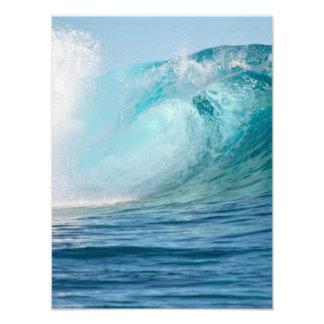 Grande vague de l'océan pacifique cassant la photo