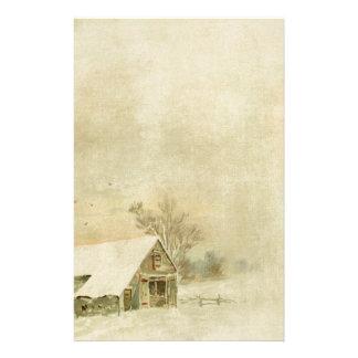 Grange vintage de neige à l'arrière-plan d'hiver papeterie