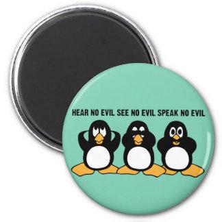Graphique sage de conception de trois pingouins magnet rond 8 cm