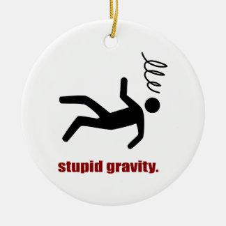 Gravité stupide - casse-cou drôle de cascadeur ornement rond en céramique