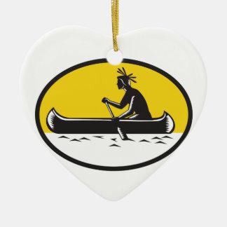 Gravure sur bois de barbotage indienne indigène en ornement cœur en céramique