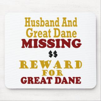 Great dane et récompense absente de mari pour tapis de souris