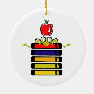 grenouille de bande dessinée et ornement de livres