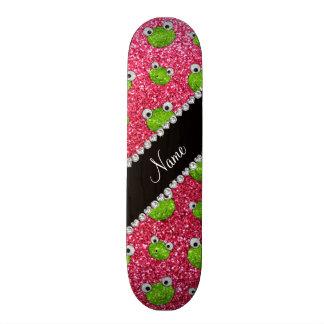 Grenouilles roses fuchsia nommées personnalisées d plateau de skateboard