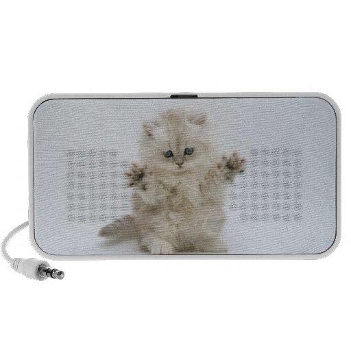 Griffonnage blanc de chaton de Fluffly Haut-parleur iPhone