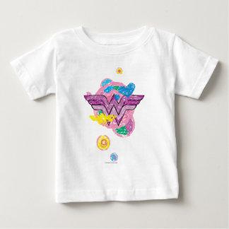 Griffonnages colorés de femme de merveille t-shirt pour bébé