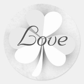 Gris d'amour chanceux de trèfle et blanc irlandais sticker rond