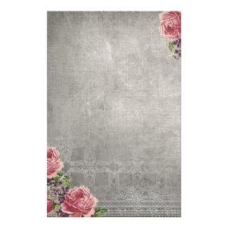 Gris d'antiquité avec la papeterie rose de roses