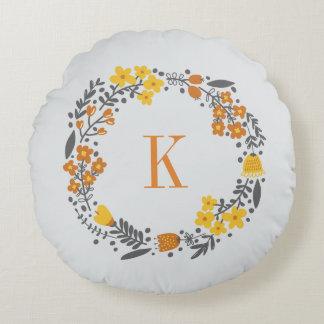 Gris orange personnalisé de monogramme floral de coussin rond
