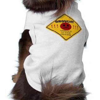 Grognon - approche à vos risques et périls ! t-shirt pour chien