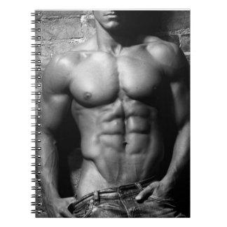 Gros morceau masculin dans le carnet de jeans