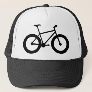 grosse bicyclette fatiguée casquette