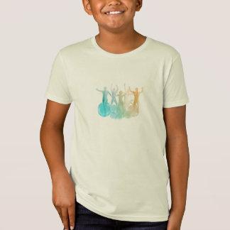 Groupe d'amis sautant pour la joie dans T-Shirt