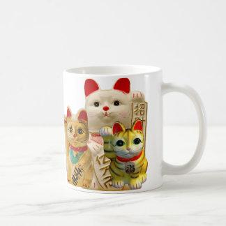 Groupe de ondulation japonais de chats de bonne mug