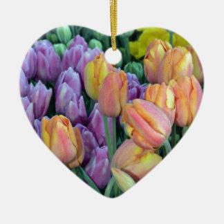 Groupe de tulipes colorées ornement cœur en céramique