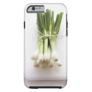 Groupe d'oignons de ressort sur le hachoir blanc coque tough iPhone 6