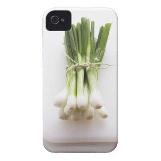 Groupe d'oignons de ressort sur le hachoir blanc coques iPhone 4