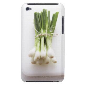Groupe d'oignons de ressort sur le hachoir blanc étui iPod touch