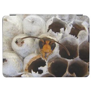 Guêpe émergeant de la couverture d'iPad de nid Protection iPad Air