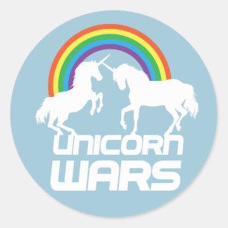 Guerres de licornes avec l'arc-en-ciel sticker rond