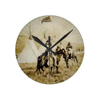 Guerriers vintages de Natif américain d'Indiens à Horloge Ronde
