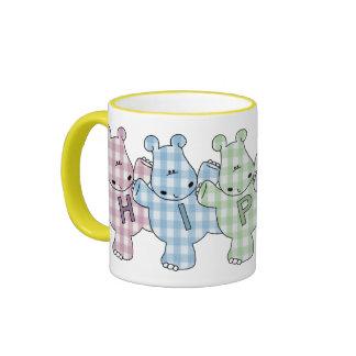 Guingan heureux de pastel d'hippopotames tasse à café
