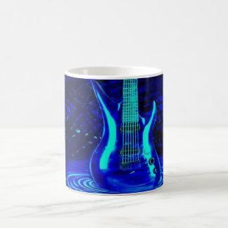 Guitare bleue au néon mug