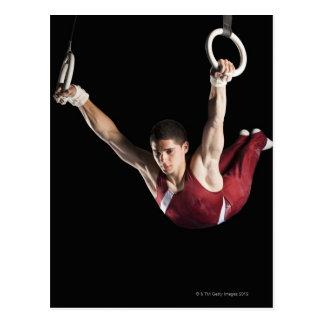 Gymnaste balançant des anneaux carte postale