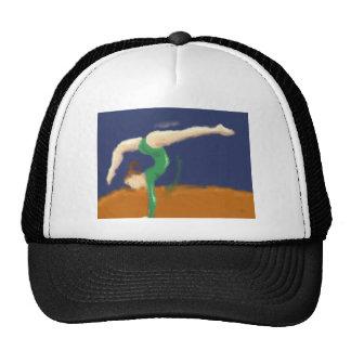 Gymnaste sur l'art de faisceau d'équilibre casquettes de camionneur