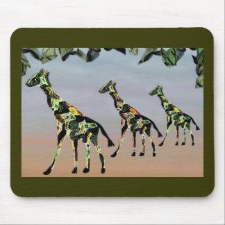 Habitat de famille de girafes tapis de souris
