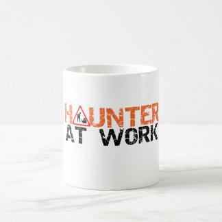 Halloween Haunter à la tasse de décoration occupée