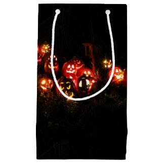 Halloween Jack-o'-lantern recueillant le sac de