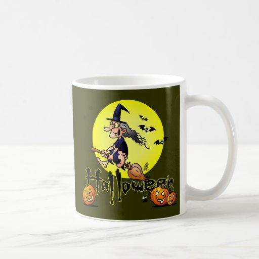 Halloween, sorcière sur un balai, des battes et de mugs