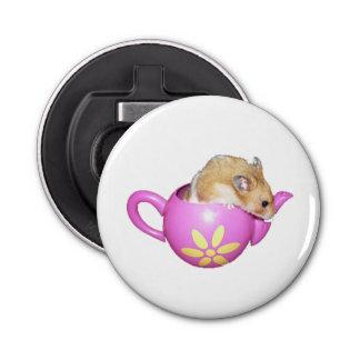 Hamster mignon dans une photo rose de théière