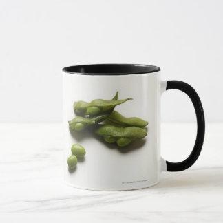 haricots verts multiples d'edamame avec la cosse tasses