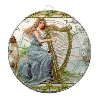 Harpe et dame originales du jour de patrick de jeux de fléchettes