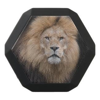 Haut-parleurs Noirs Sans-fils Portrait de plan rapproché d'un lion masculin