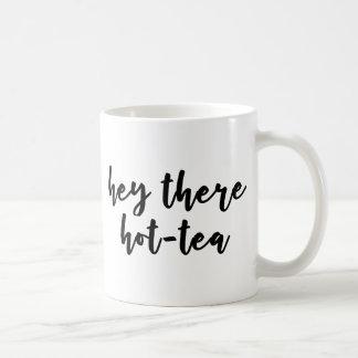 Hé là tasse de chaud-thé pour des amants de thé