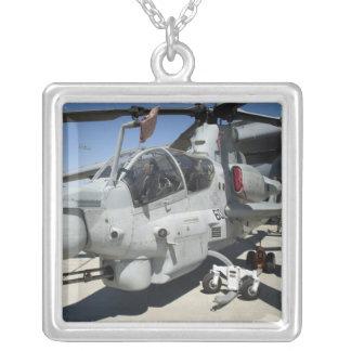 Hélicoptère de combat superbe de cobra d'AH-1Z Pendentif Carré