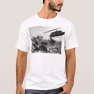Hélicoptère de l'UH-1D de Crandall principal dans T-shirt
