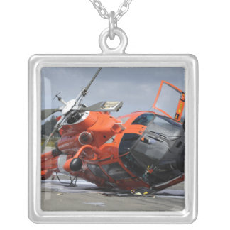 Hélicoptère du dauphin MH-65 écrasé chez Arcata Pendentif Carré