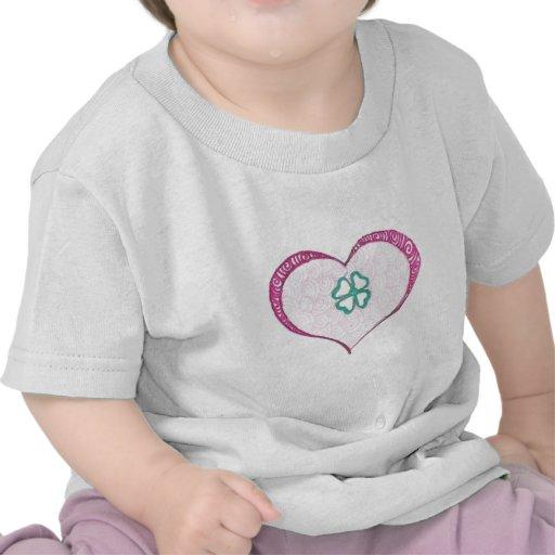 Henné irlandais de feuille de trèfle d'amour t-shirts
