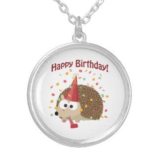 Hérisson de joyeux anniversaire de confettis collier