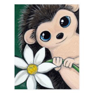 Hérisson mignon tenant la carte postale de fleur