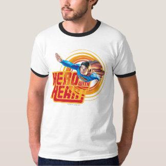 Héros de Superman avec le coeur T-shirt