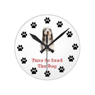 Heure d'alimenter au chien le colley barbu pendule murale