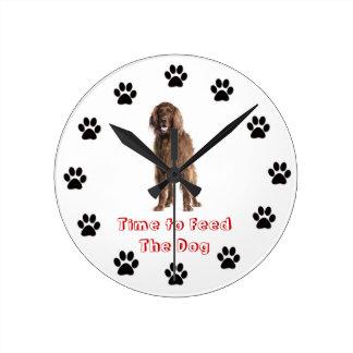 Heure d'alimenter au chien le poseur irlandais horloges